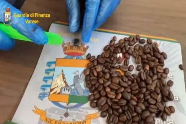 Шеверцуван кокаин во зрна кафе: Мора да видите како е тоа спакувано (ВИДЕО)