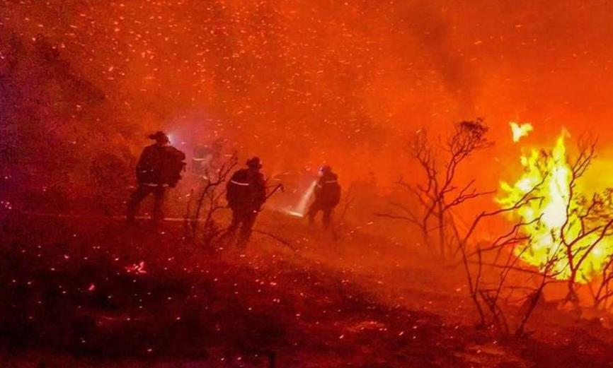 Тројца загинати во шумски пожар во Калифорнија