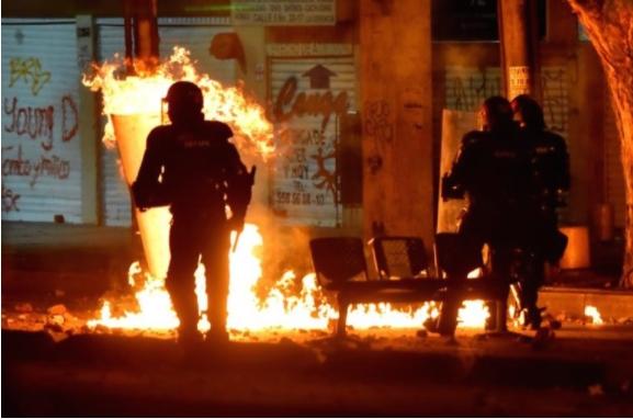 Најмалку 10 жртви во протестите во Колумбија