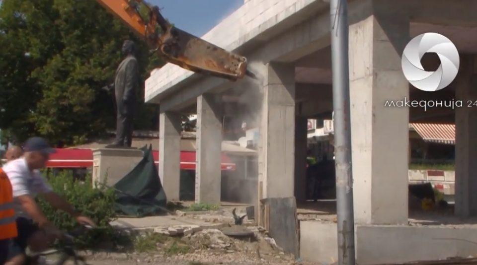 ВИДЕО: Погледнете како денес се рушеше дивоградбата кај Мавровка
