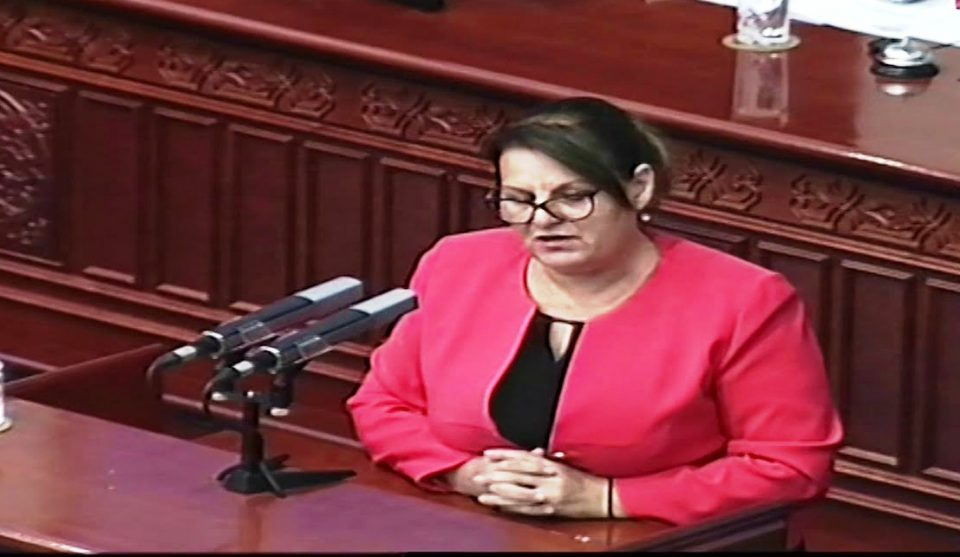 Седницата на 27 април требаше да продолжи следниот ден, потврди поранешна пратеничка