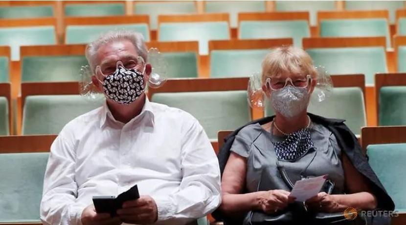 Унгарски диригент направи заштитни маски кои ја подобруваат акустиката