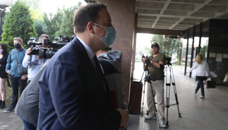 Николоски: Тужбата е апсурдна, Заев да дојде во суд