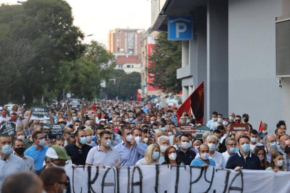 Се тресе Скопје, илјадници луѓе на улиците против поскапа струја (ФОТО)