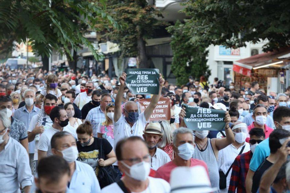 Петнаесетина илјади народ на улица на протестот на ВМРО-ДПМНЕ, бараат поевтина струја (ФОТО)