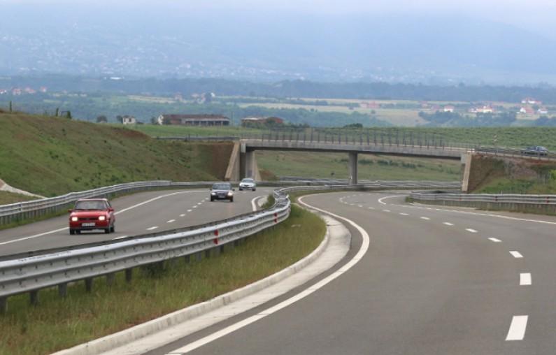 Сообраќајот на патиштата по суви коловози
