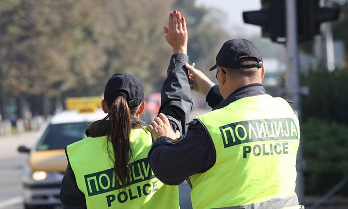 Полицајка се сликала полугола во униформа, внатрешна контрола и отворила дисциплинска (ФОТО+18)