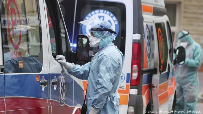 Во Полска регистрирани рекордни 1.002 случаи на Ковид-19