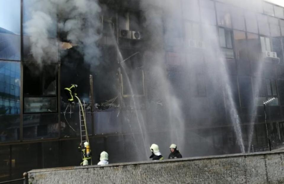 Пожар во зградата на СЕП и МИА кај поранешна Комерцијална банка