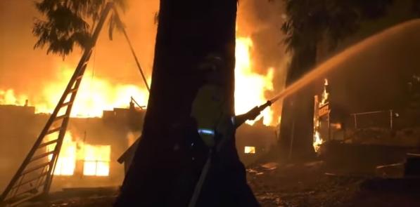 Во Калифорнија БЕСНЕАТ три големи шумски пожари – Граѓаните евакуирани (ВИДЕО)