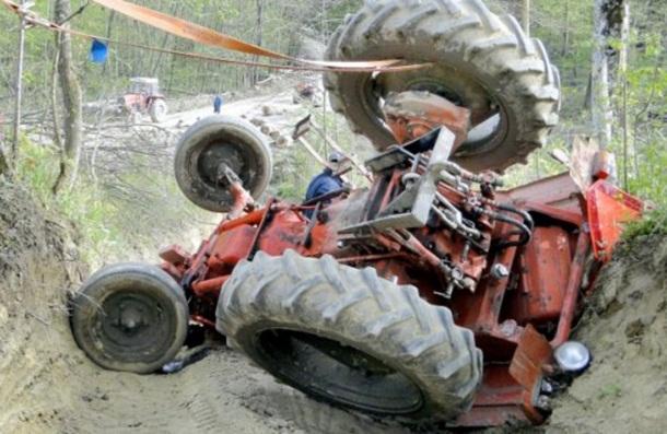 Се превртел со трактор и починал, трагедија во Неготино