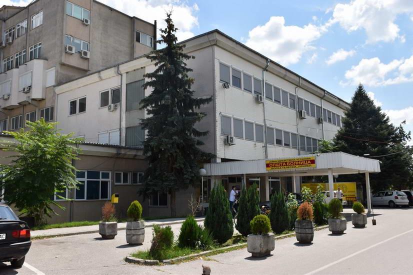 Прилепската болница преполна со пациенти, а ветената монтажна ниту на повидок