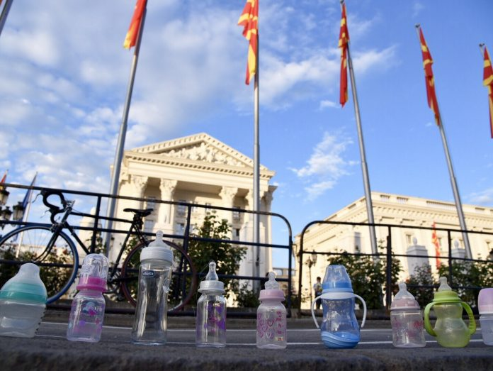 Мајките на продолжено породилно денеска на нов протест пред Владата