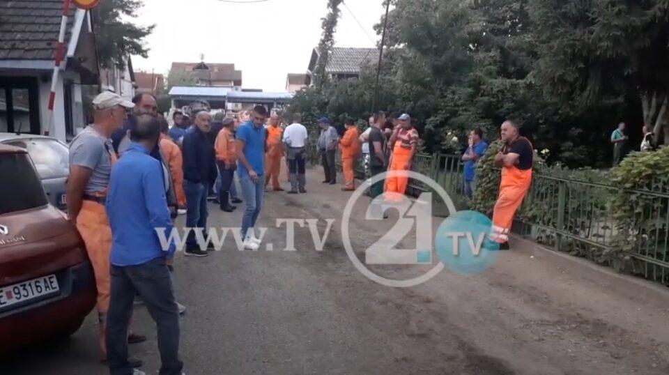 """""""Платите ги даваме за лекови"""": Над 300 работници протестираат во Тетово, шест месеци се без платени придонеси"""