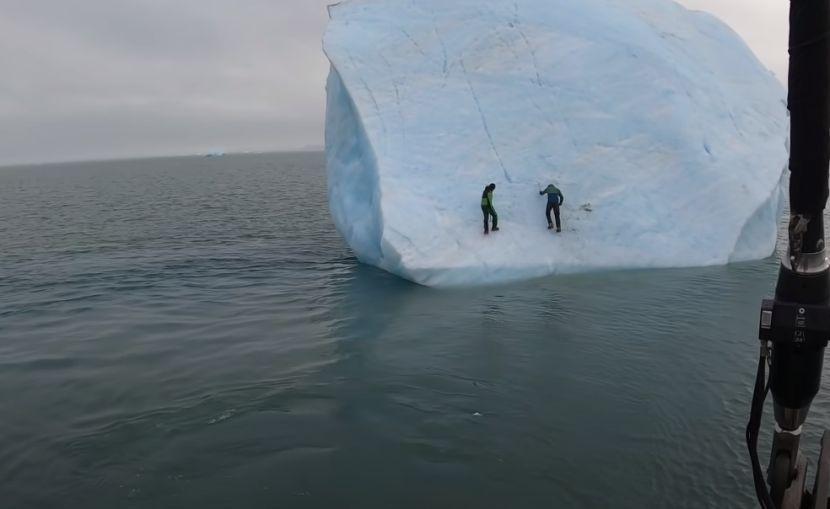 ЗА ВЛАКНО ИЗБЕГНАА СМРТ: Двајца истражувачи ќе беа згмечени од санта лед на Арктикот (ВИДЕО)