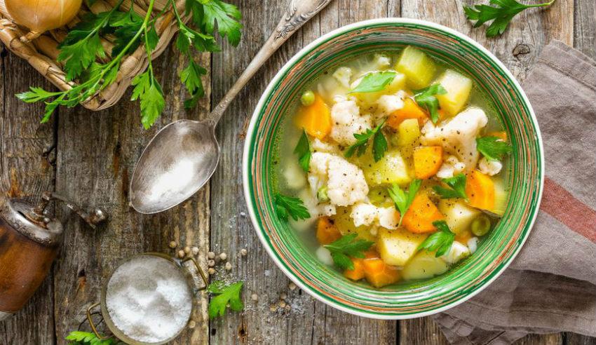 Искусните домаќинки знаат: Еве зошто треба да додадете лушпа од јајце во супата!