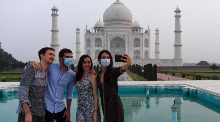 Таџ Махал по шест месеци повторно отворен за посетители