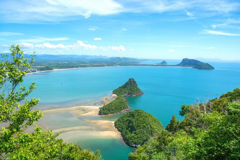 Тајланд воспоставува летови за странски туристи, првиот авион од Кина
