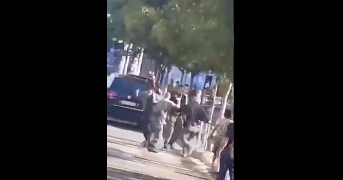 Хаос пред судот во Струмица: Физичка пресметка меѓу полицајци и граѓани (ВИДЕО)