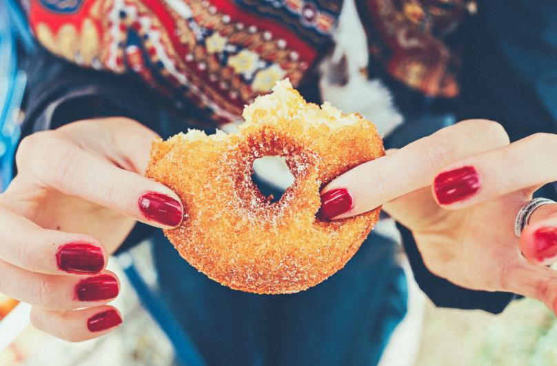 Симптоми кои откриваат дека внесувате премногу шеќер во организмот