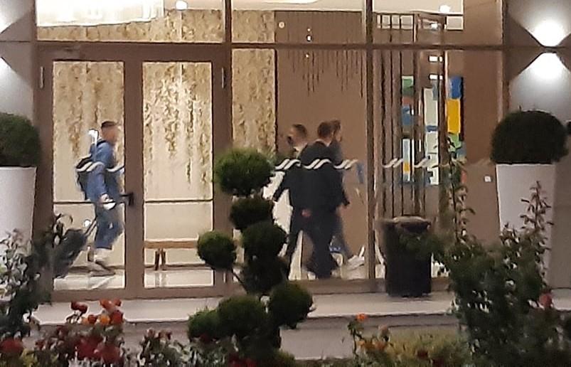 """ВИДЕО: Тотенхем пристигна во Скопје и се затвори во хотелот """"Хилтон"""""""