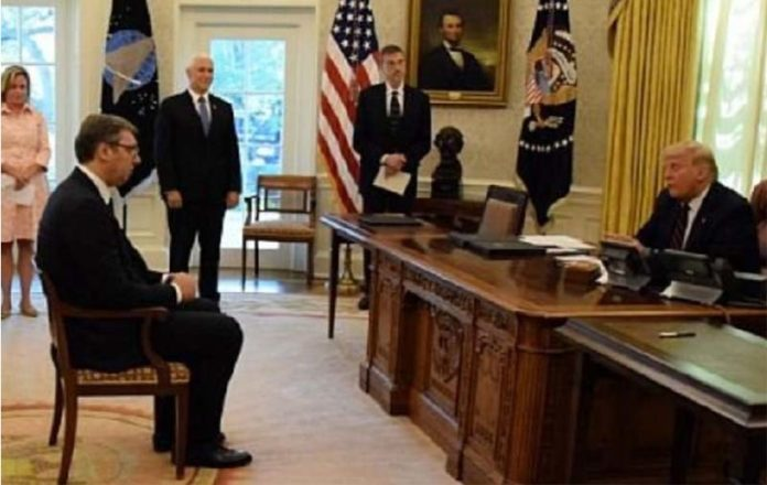 """Вучиќ за неговото седење """"како ученик"""" пред Трамп: Тие во Белата куќа не влегле, освен туристички"""