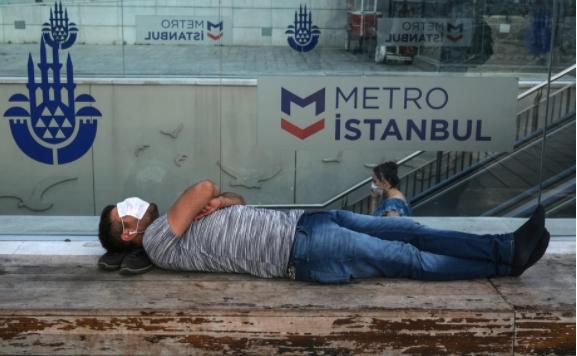 Турција воведе задолжително носење маски на сите места, освен во домовите