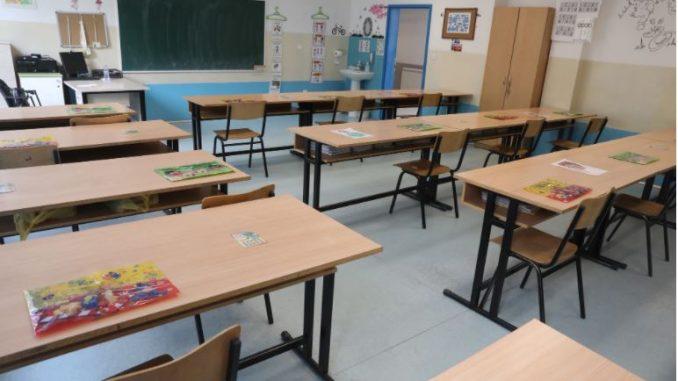 Учениците од денеска на распуст, наставата продолжува на 21 јануари