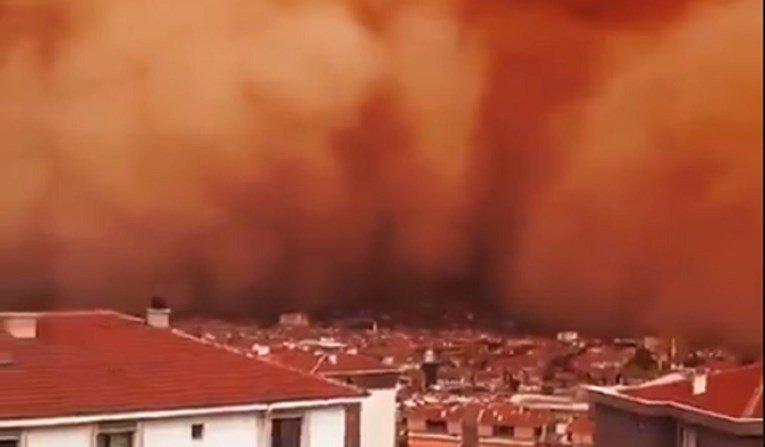 Страшна песочна бура ја проголта Анкара (ВИДЕО)