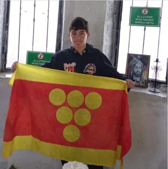 Младиот планинар Ване Бошев од Неготино по втор пат го искачи врвот Мали Томор во Албанија, во услови на невреме