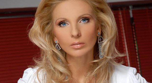Беше една од најпопуларни пејачки во Македонија, потоа ја батали музиката- еве како изгледа и што работи Верица Пандиловска