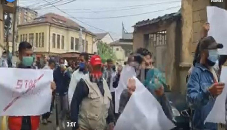 """""""Нема правда, нема мир"""" извикуваат демонстрантите на протестот против полициската бруталност во Битола (ВИДЕО)"""