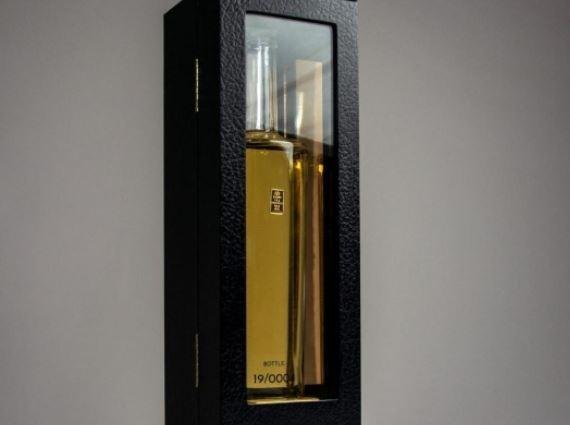 Чини 1.350 долари: Дали би пробале џин од чисто злато?