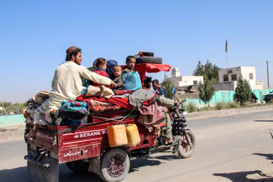 Десетици илјадници лица ги напуштија домовите поради интензивните борби во Авганистан