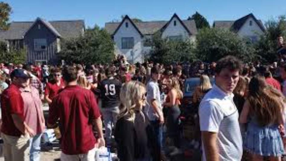 Полиција во Јужна Каролина разби забава со 2000 луѓе без маски