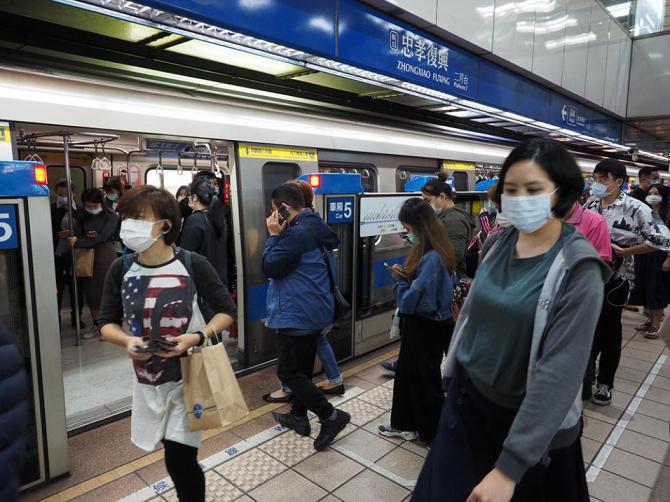 Тајван 200 дена без локална трансмисија на Ковид-19, властите благодарни што граѓаните постојано носат маска