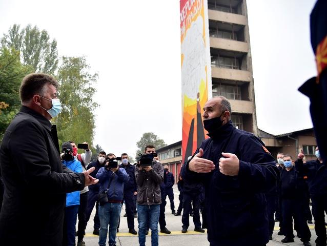 """Шилегов се искара со пожарникарите: """"Ако си заминете ќе примиме нови"""", тие најавија протести секој ден!"""