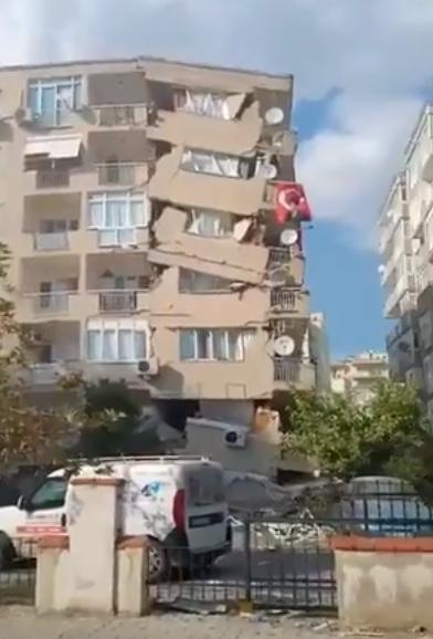 ВИДЕО: Во земјотресот во Турција најмалку четири жртви, срамнети со земја околу 20 згради