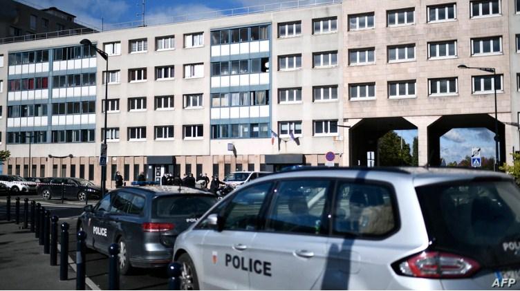 ВИДЕО: Нападната полициска станица во Париз