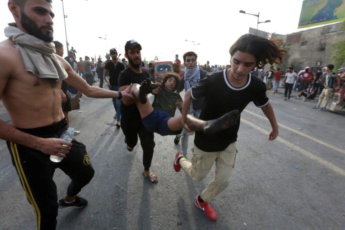 Во судири помеѓу полицијата и демонстрантите во Багдад повредени 39 луѓе