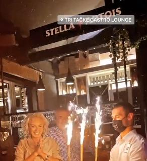 Ваква џиновска торта има само Брена на роденден- сепак најголемата роденденска желба за жал годинава неисполнета (ФОТО)