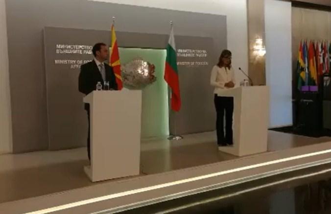 Захариева: Неопходно Македонија да ги признае историските реалности