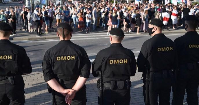 Лукашенко го именува Курбаков за нов министер за внатрешни работи