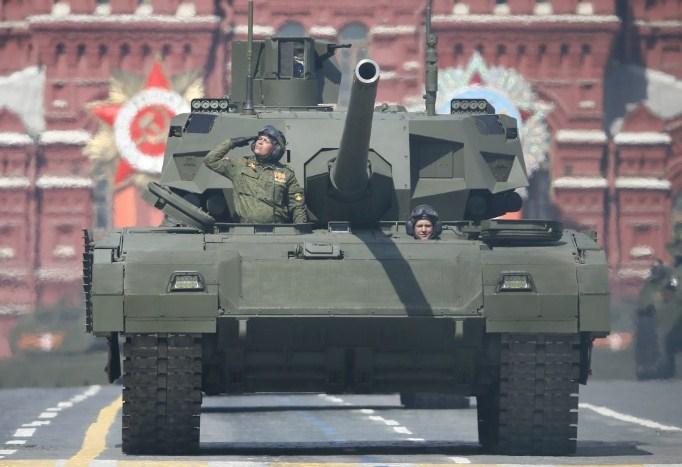 Во Белград пристигнаа донираните руски тенкови