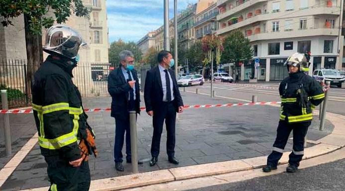 Луѓето бегаат на сите страни: Објавена снимка од нападот во Ница (ВИДЕО)