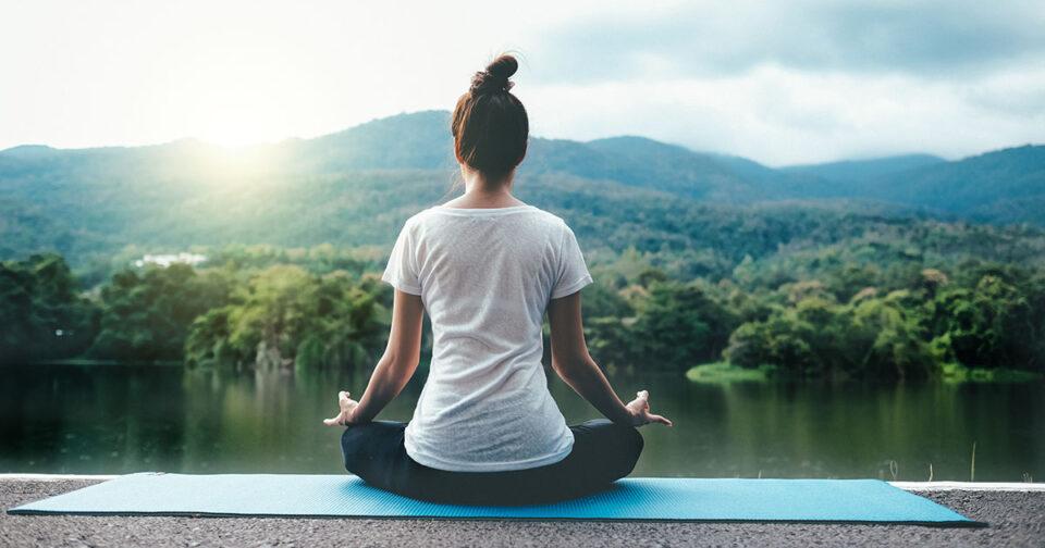 5 моќни јога пози за утринско будење