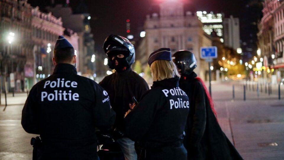 Во Брисел продолжен полицискиот час, заштитни маски задолжителни насекаде
