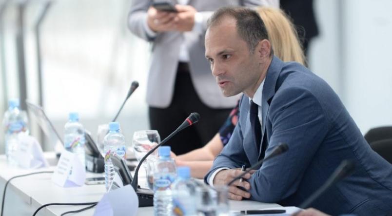 Андоновска: Заев и Филипче ветуваа дека од секаде ќе ни пристигнат вакцини, а вакцинирани лица се уште имаме нула