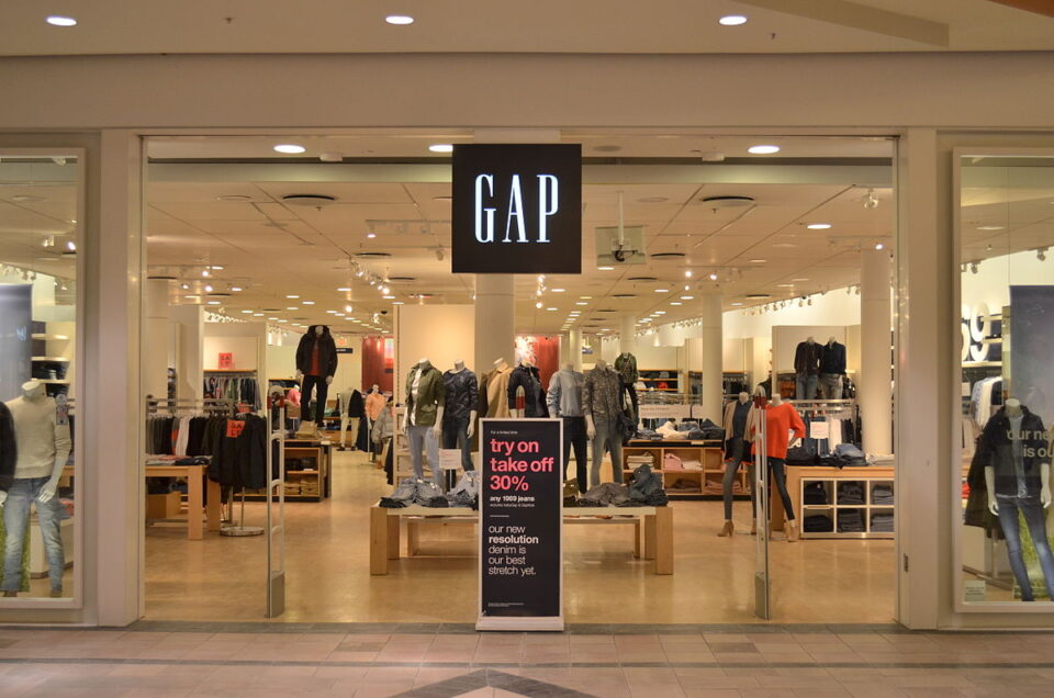 ГАП ги затвора своите продавници во Европа