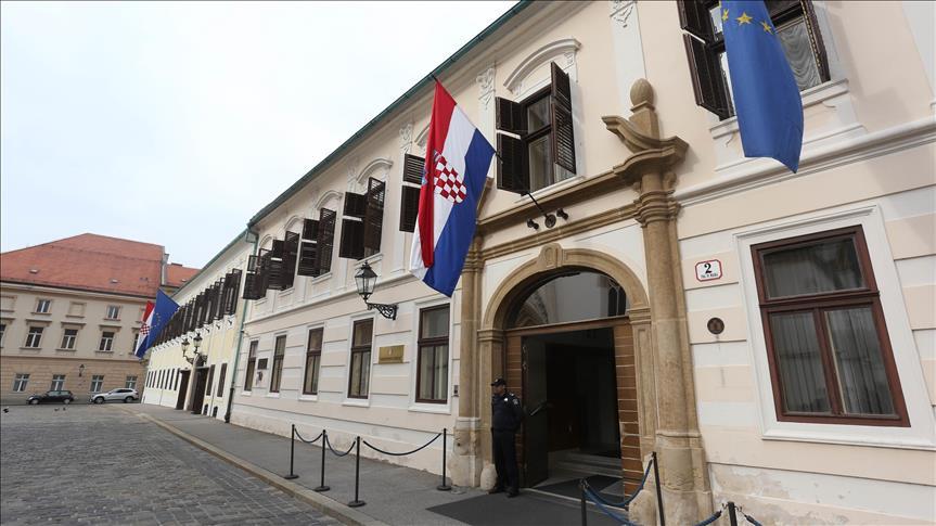 Застрелан полицаец пред Владата во Загреб, напаѓачот се самоубил